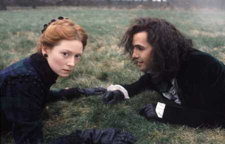 Orlando (Tilda Swinton) and Shelmerdine (Billy Zane) in the film Orlando Scene 54 Photo by Liam Longman © Adventure Pictures Ltd
